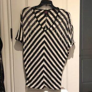 2b bebe Black and White top